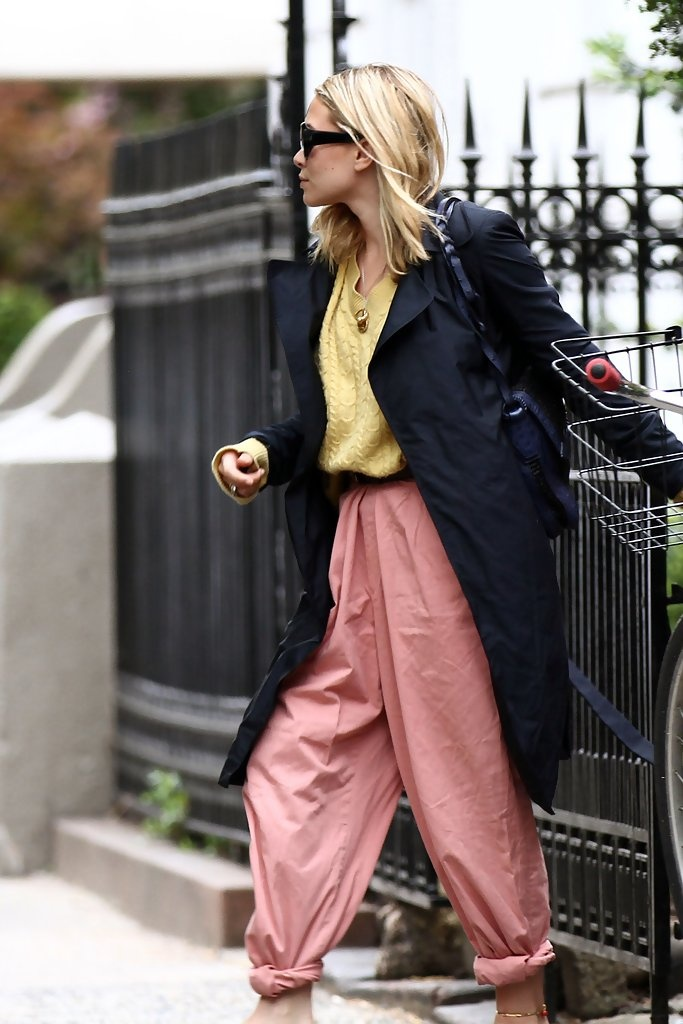 mary kate olsen pink trousers