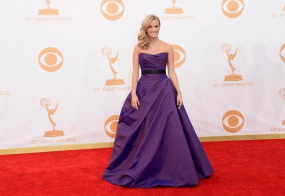 Carrie Underwood in Romona Keveza