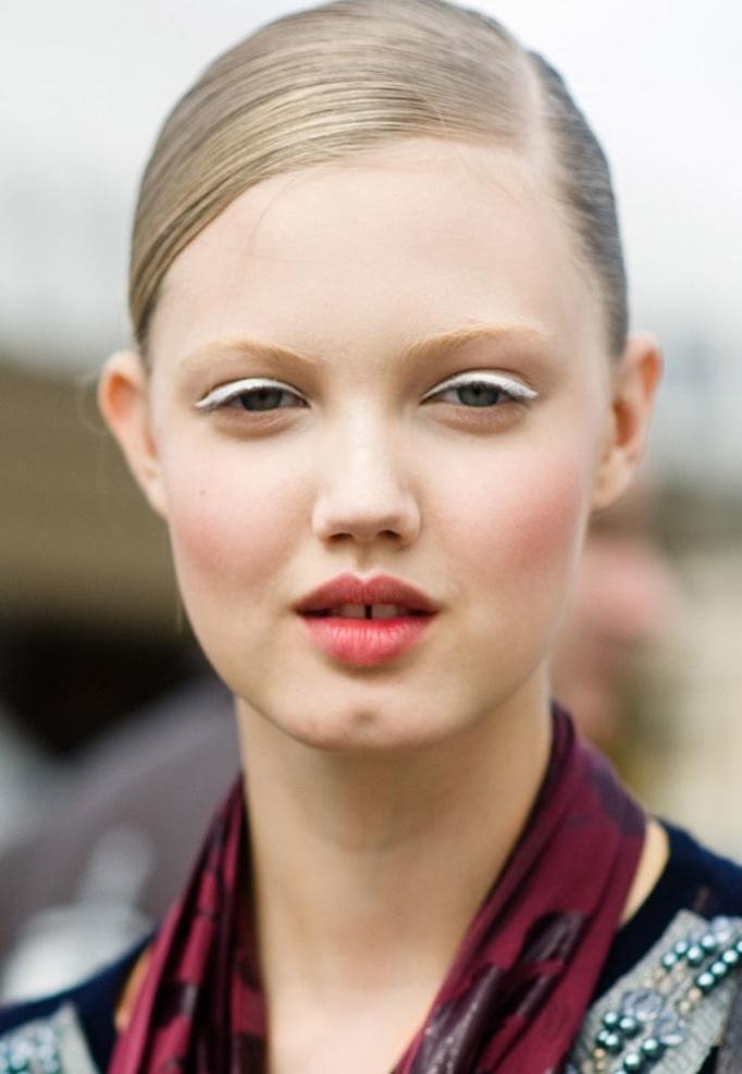 white eyeliner lindsay