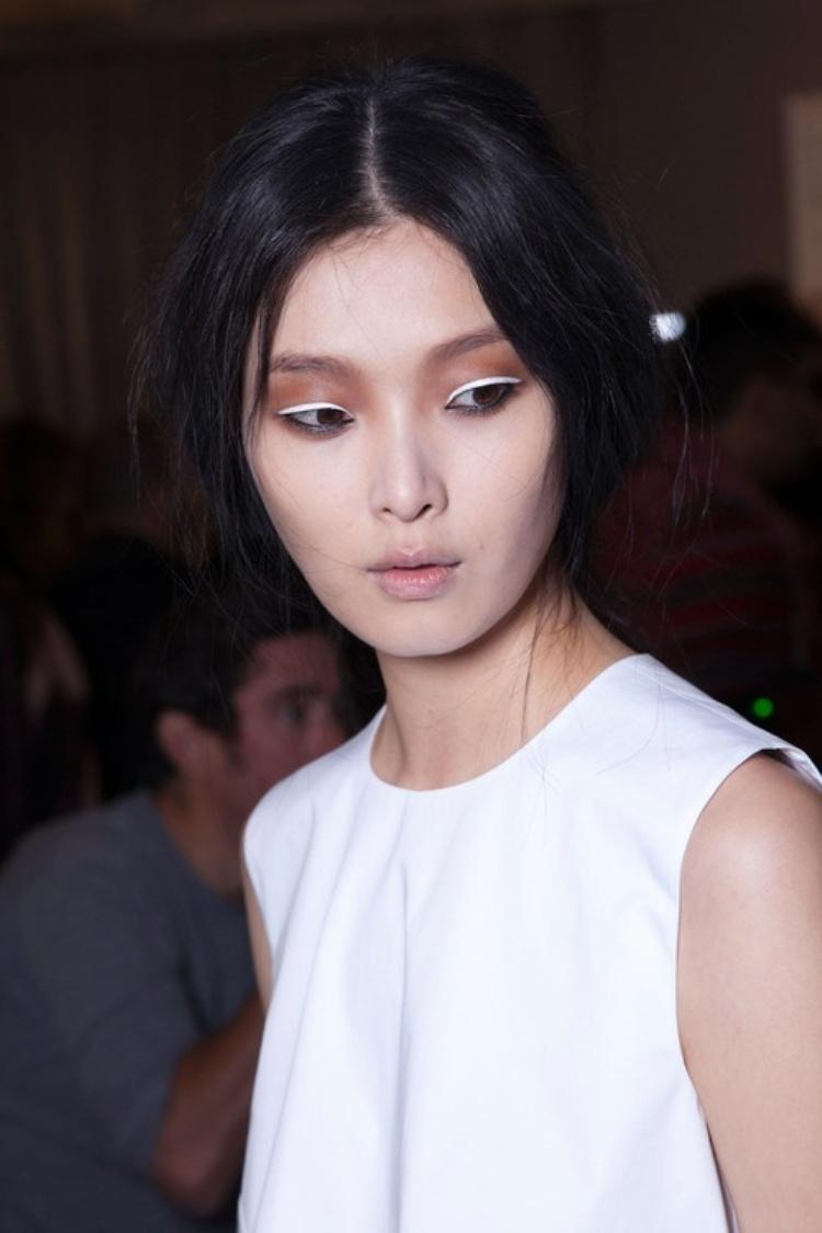 white eyeliner10