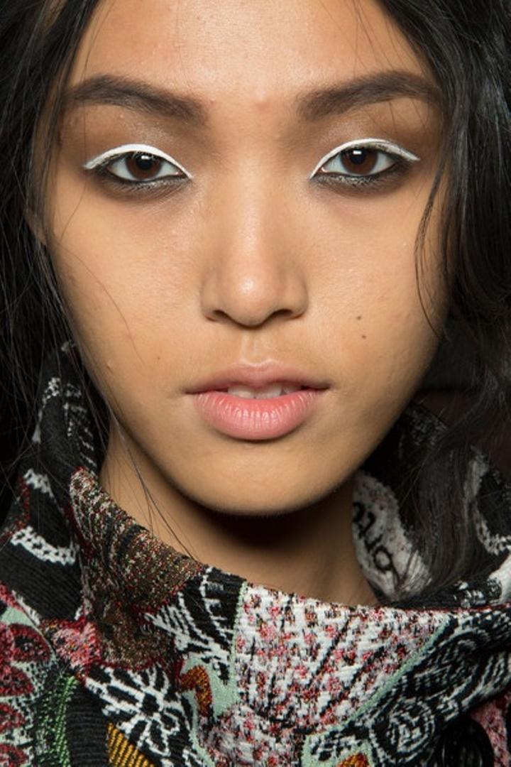 white eyeliner4