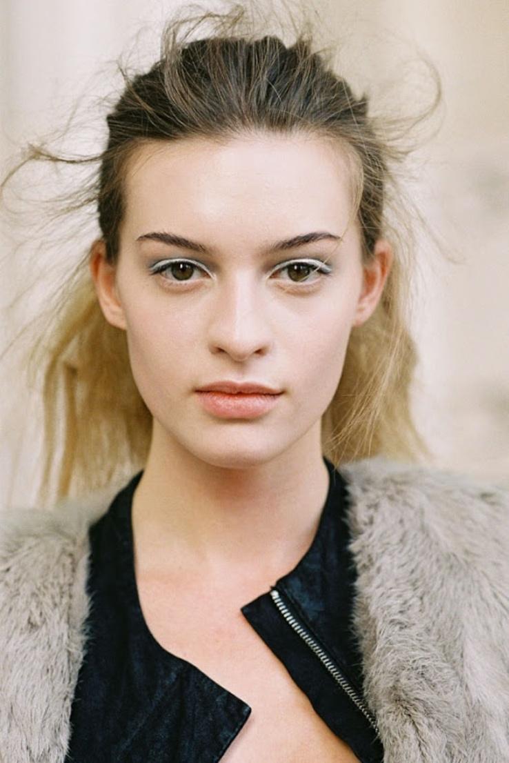 white eyeliner9