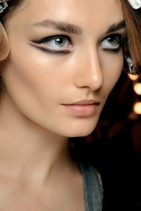 black lower eyeliner