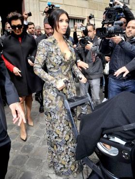 kim kardashian valentino dress