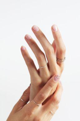 minimal delicate rings